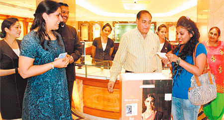 Indore: Apple iPhone 7 lucky draw held at Punjab Jewellers
