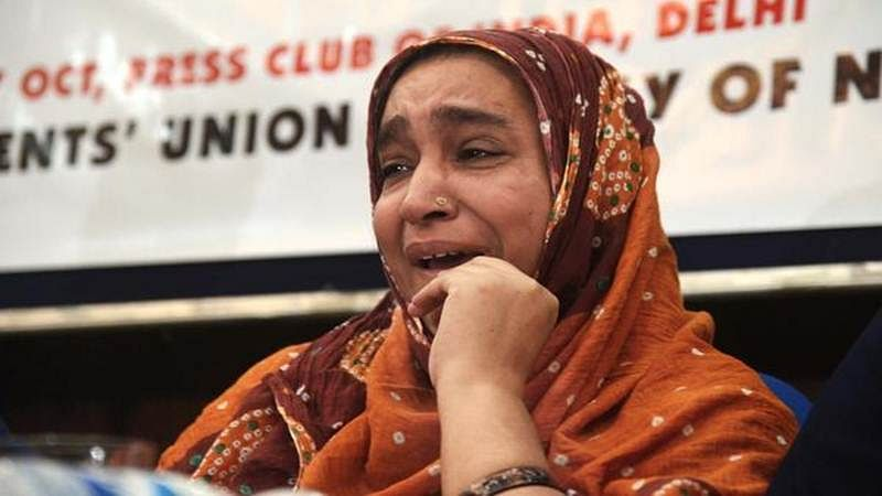 Mother of missing JNU student meets Rajnath Singh