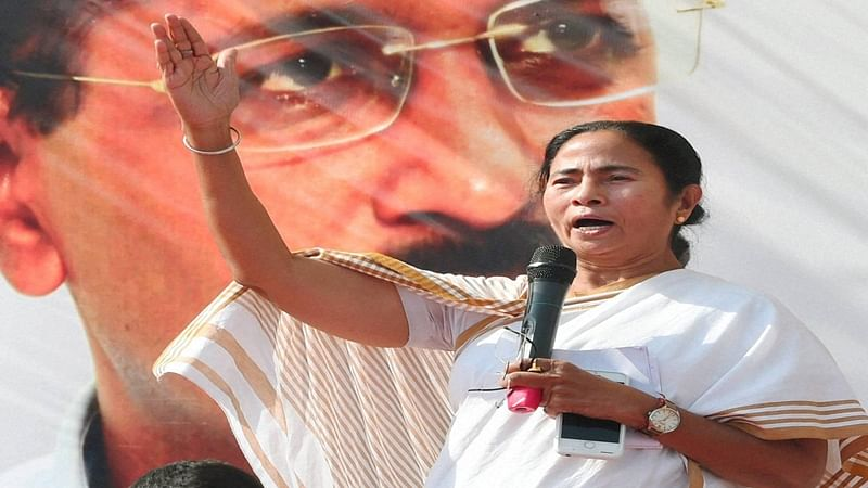 Allow circulation of Rs 500 notes along with new ones: Mamata Banerjee