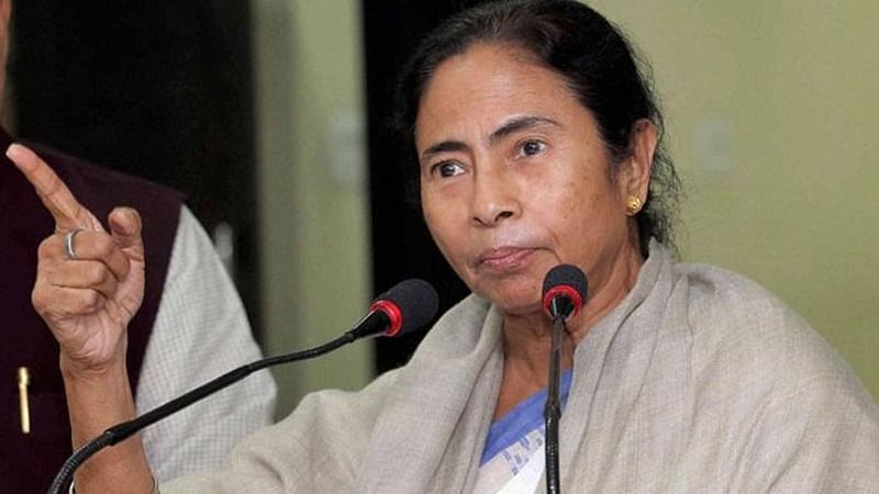 Demonetisation effect: Mamata speaks to Prez on the currency crunch