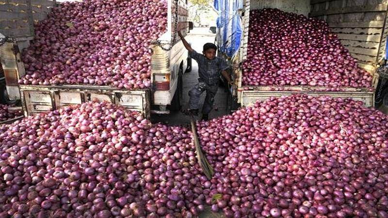 Mumbai: Onion prices nosedive due to surplus supply