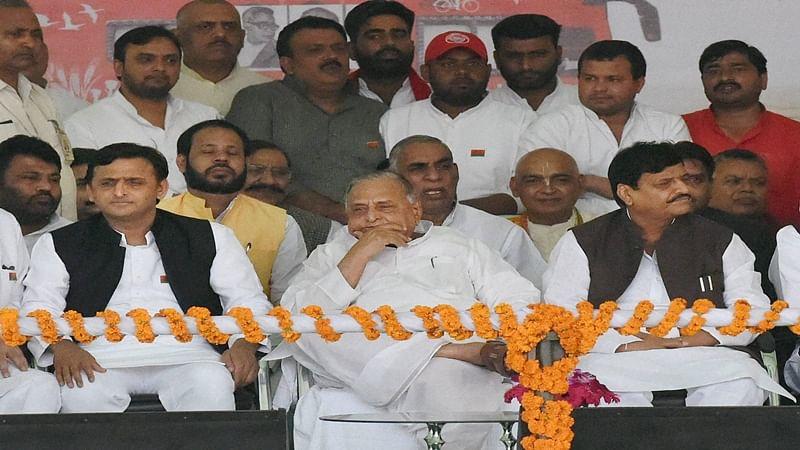 Lucknow: Uttar Pradesh Chief Minister Akhilesh Yadav with Samajwadi Party Supremo Mulayam Singh Yadav and  party state president Shivpal Yadav at a programme to flag rath yatra in Lucknow on Thursday. PTI Photo Nand Kumar(PTI11_3_2016_000045B)