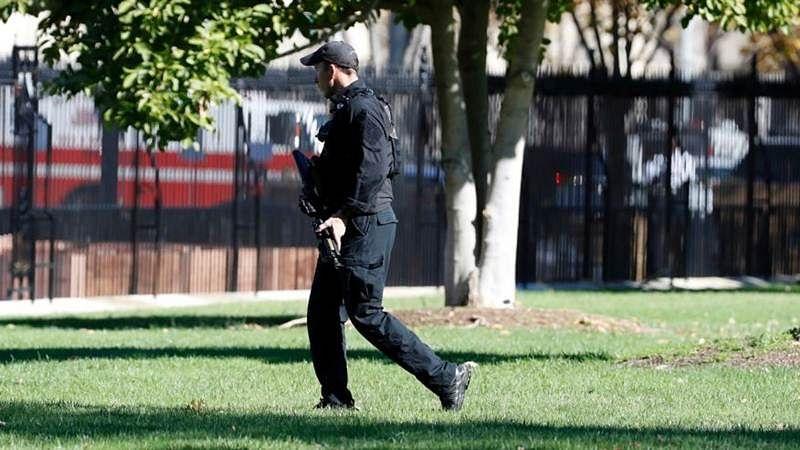 Man walking near White House with firearm prompts lock down