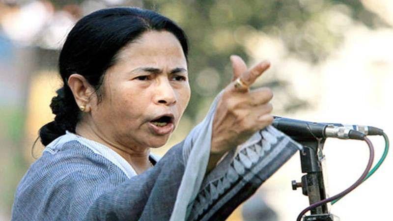 Demonetisation effect: BJP attacks Mamata calls her Queen of Saradha
