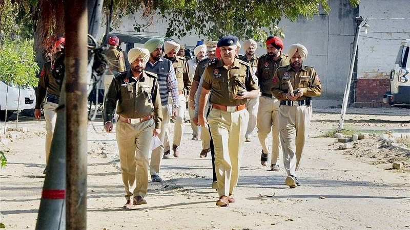 2 terrorists suspected to be holed up in Delhi