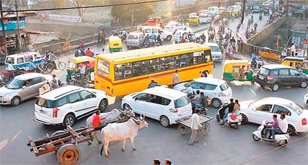 Indore: Erratic parking, driving cause massive jams
