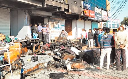 Ujjain: Goods worth Rs16 lakh gutted in fire at Muni Nagar