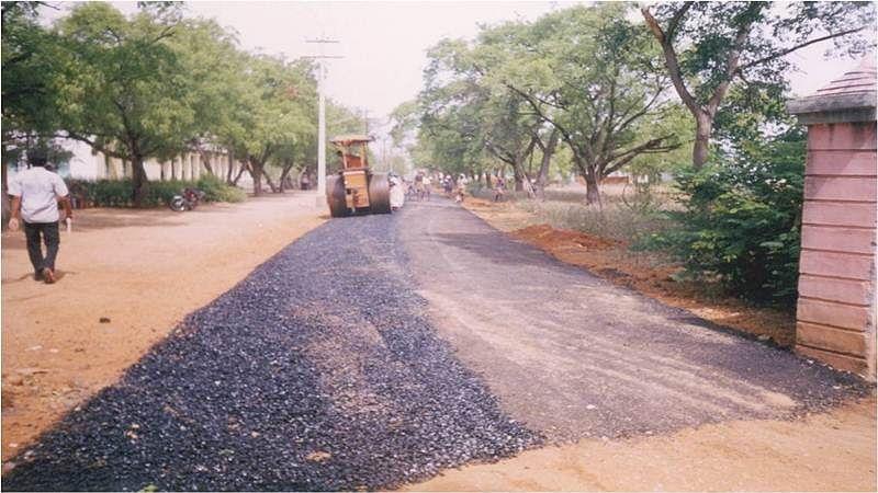 Navi Mumbai Municipal repairing roads with granules made out of waste plastic