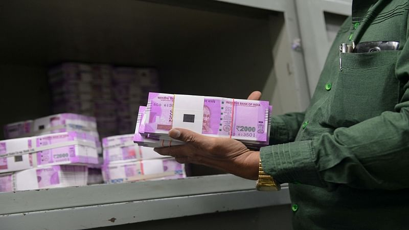 Kerala: Rs 39.98 lakhs in new currency notes seized, 1 arrested