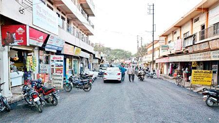 Bhopal: Choked drains, haphazardly parked autos bane of Malviya Nagar market