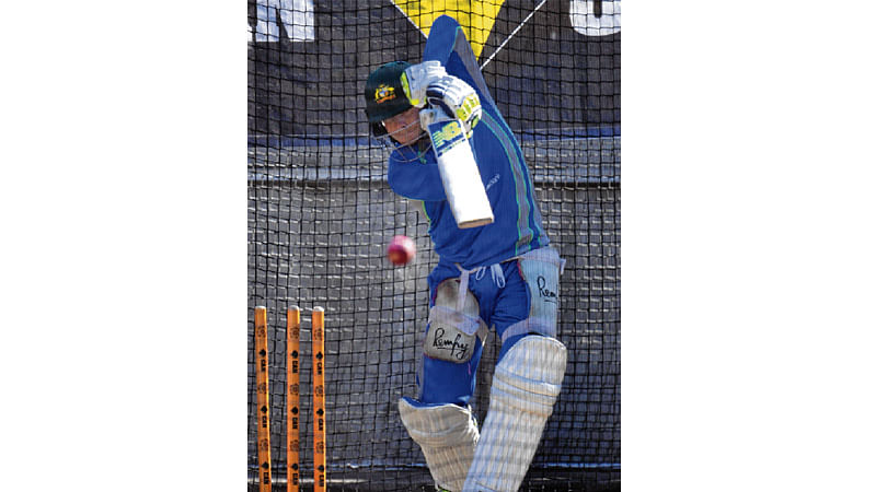 Momentum with Pak against weary Aussies