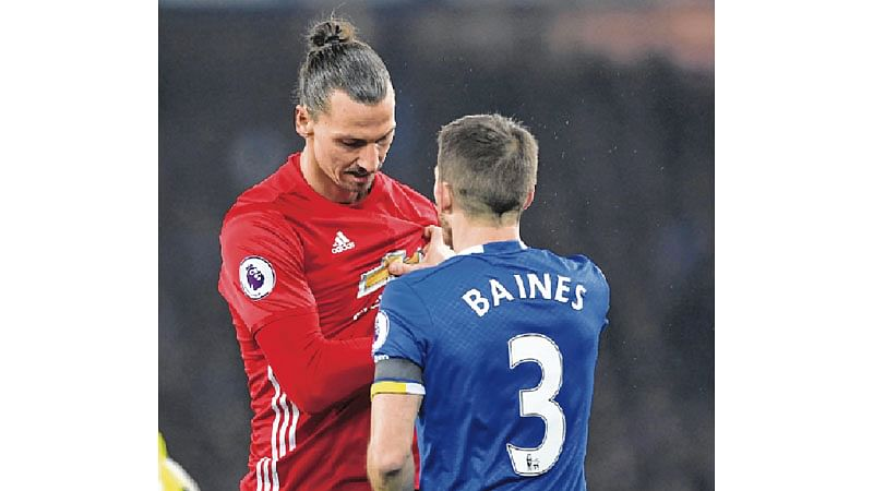 Everton hold back ManU