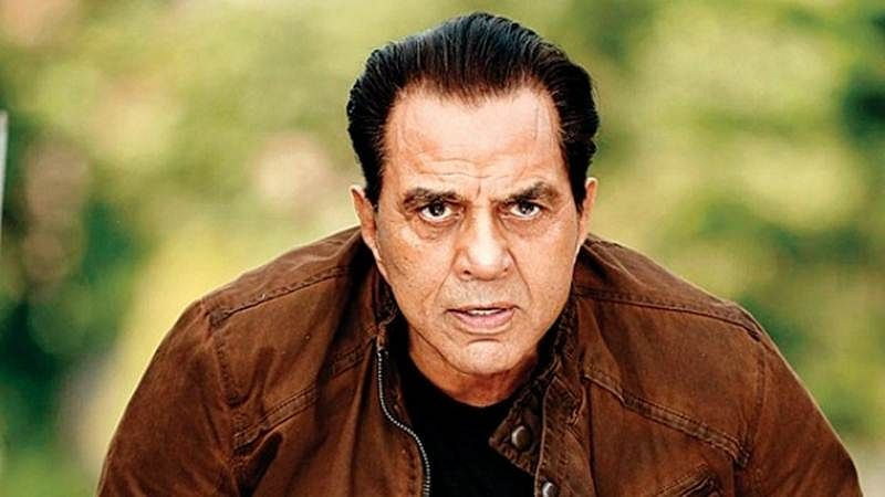 Dharmendra gives up non-vegetarian food while dining with wife Hema