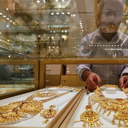 Jewellery stocks tumble up to 6.6 pc on Dhanteras