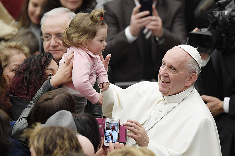 Pope tells women to feel free to breastfeed in church
