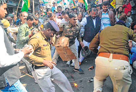 Ujjain: CM Shivraj Singh Chouhan's effigy burnt by Congressmen