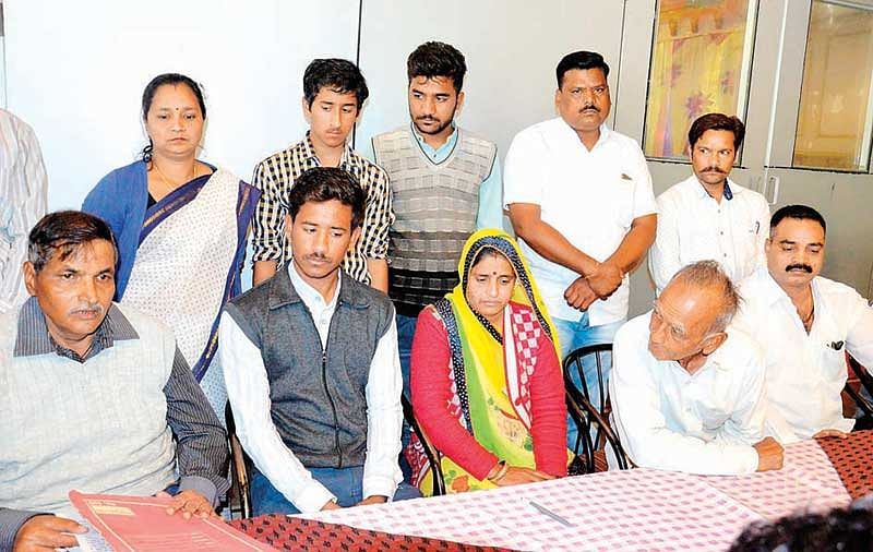 Indore: Kalsangra's wife asks government, Am I married or widow