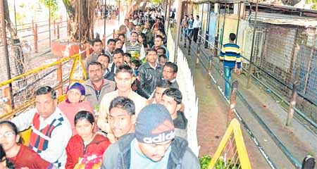 Ujjain: Devotees continue to pour into Mahakal Temple braving chill
