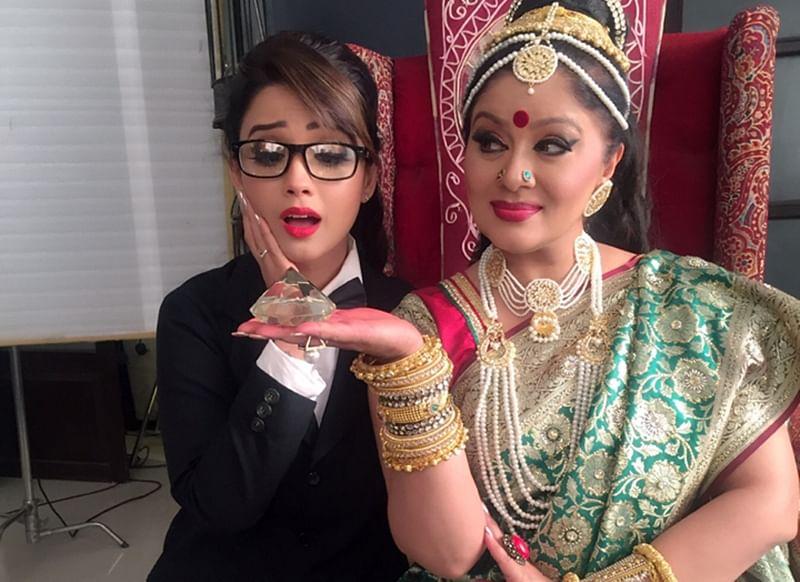 Adaa Khan call's Sudha Chandran 'overacting ki dukaan' on off screen