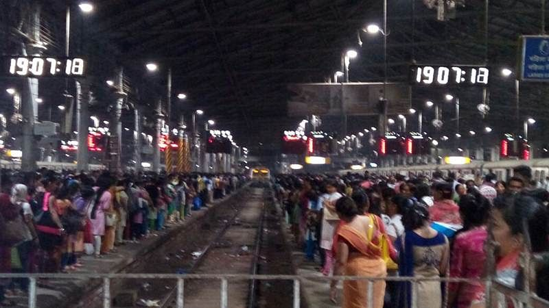 Fire near tracks disrupts local trains in Mumbai