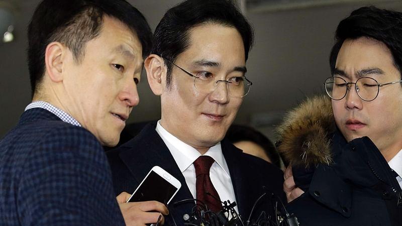 Prosecutors to decide on Samsung heir Lee Jae-yong's arrest by Sunday