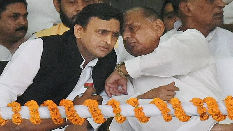 SP feud: Shivpal meets Akhilesh Yadav as patch-up efforts gain pace