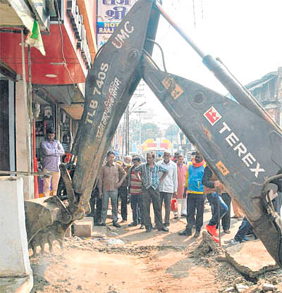 Ujjain: Municipal corporation razes encroachments from sewage lines