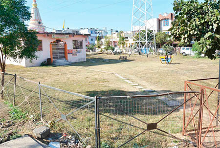 Bhopal: Park shrunk to half by temple at Bhavani Home