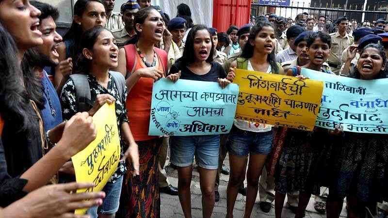 Mumbai: Shorts protest over college dress code
