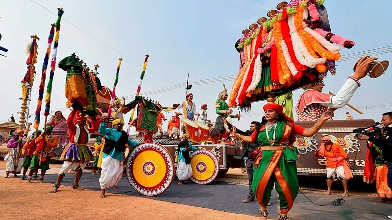 New Delhi:Tamil Nadu tableaux artists, participating in the forthcoming Republic Day function, during a press preview in New Delhi on Sunday. PTI Photo by Kamal Singh