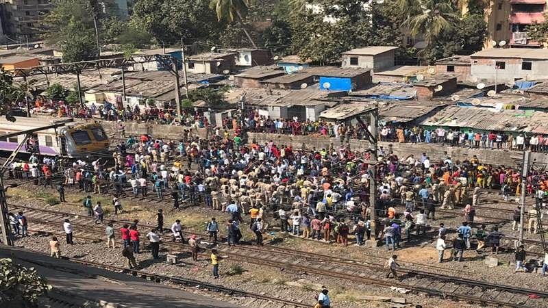 Mumbai: Slum dwellers organise rail roko near Dombivali stn, trains afffected
