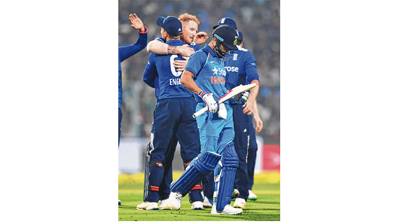 Virat's men lose at last : Team India fail tonotch clean sweep, England win final ODI