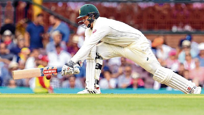 Warner, Renshaw tons put Australia on top against Pak