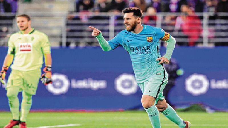 Barcelona, Sevilla keep REAL pressure