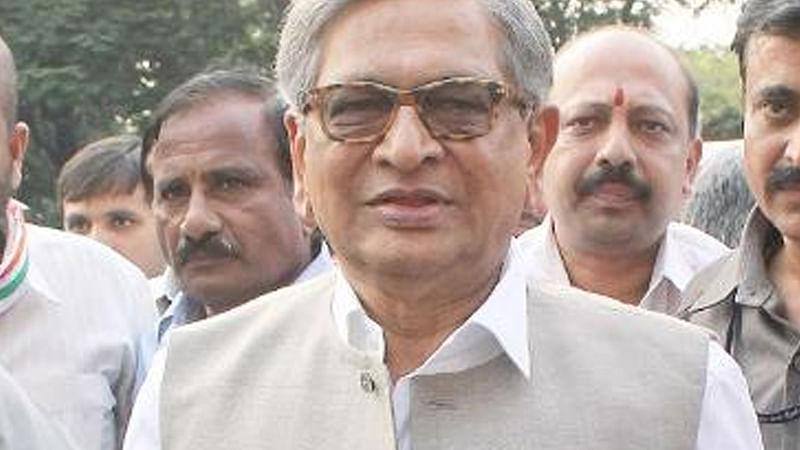 Miffed S M Krishna quits  Congress, but not politics
