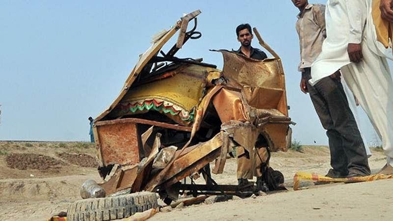 7 children killed as train hits motorcycle rickshaw in Pak