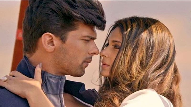 Kushal Tandon comes to co-star Jennifer Winget's rescue as Beyhadh set catches fire
