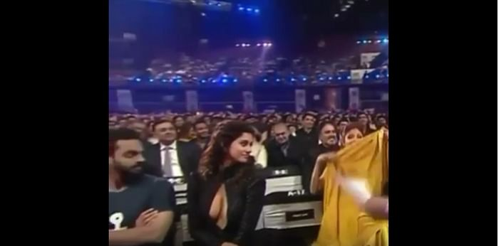 As a man stares down Disha Patani cleavage, the video goes viral!