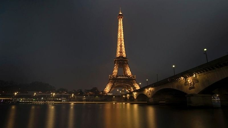 Paris: Bullet-proof glass wall to be built around base of Eiffel Tower