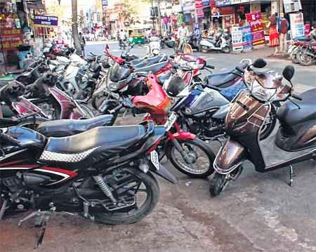 Ujjain: Encroachments choke traffic movement