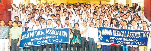 Indore: IMA youth wing protests against NEXT, NMC