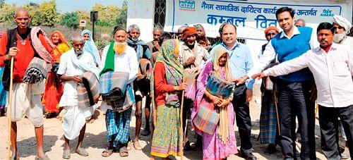 Bhopal: NTPC, Rihand distributes blankets among poor
