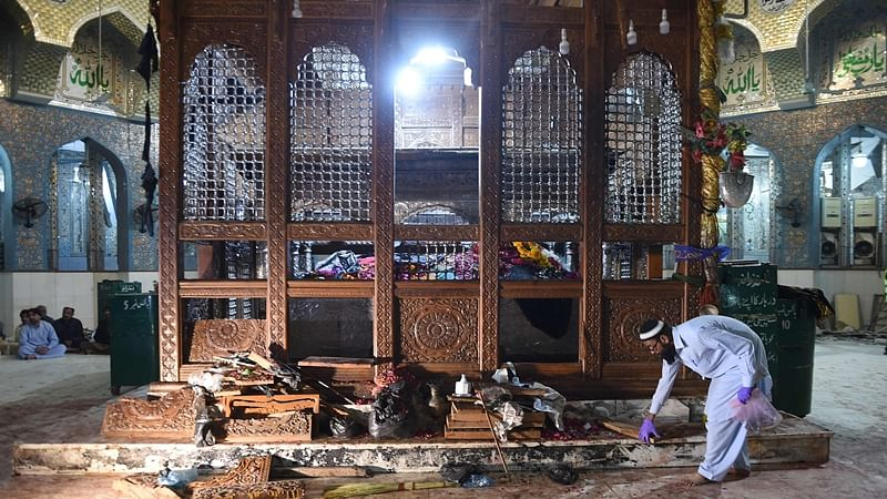 Pakistan: UN condemns deadly terror attack on Sufi shrine