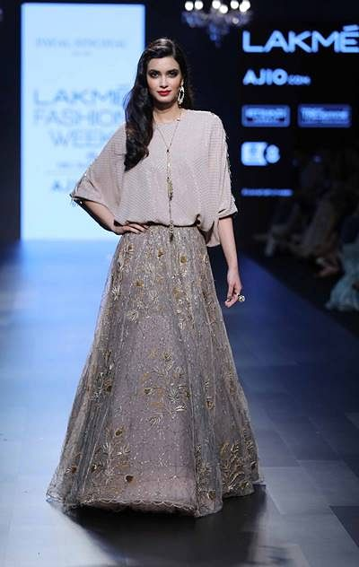 Showstopper Diana Penty for Payal Singhal at LFW SR 17