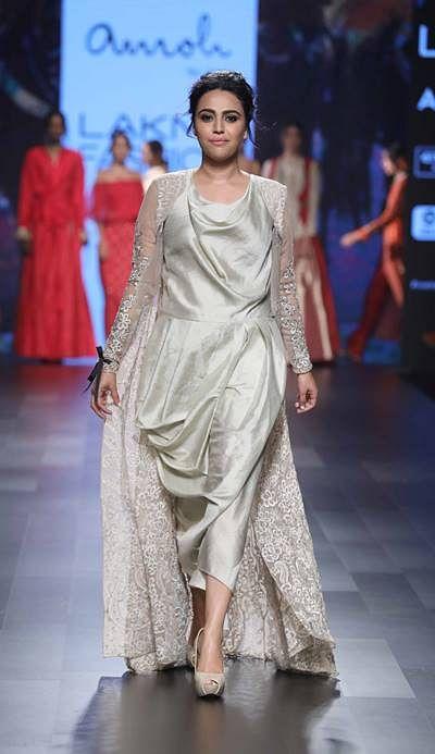 Showstopper Swara Bhaskar for Amoh by Jade at LFW SR 17