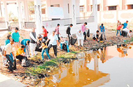 World Wetlands Day: School students, residents clean lake