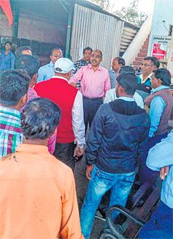 Ujjain: Western Railway Employees' Union demonstration