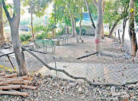 Bhopal: Zero maintenance makes Rachna Nagar park desolate