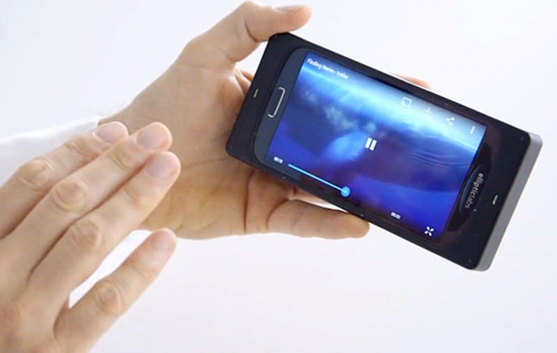 Soon, control smartphone with touchless gestures