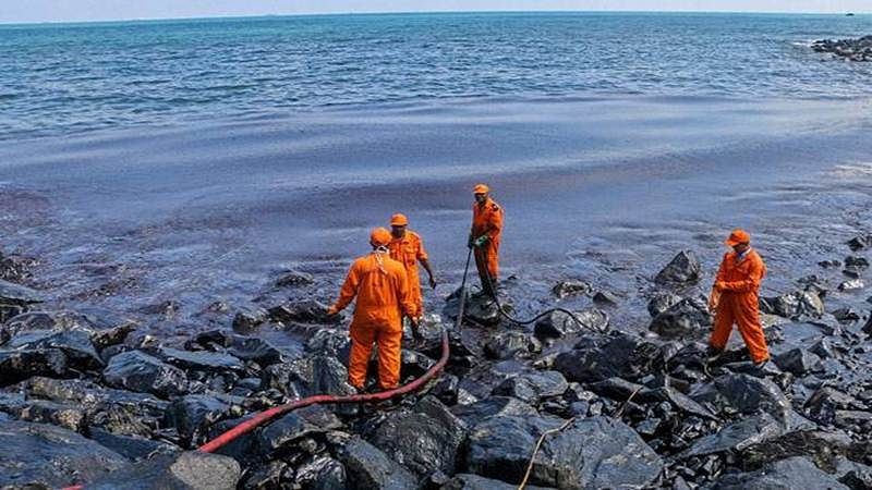 Oil spill threatens world heritage coral atoll